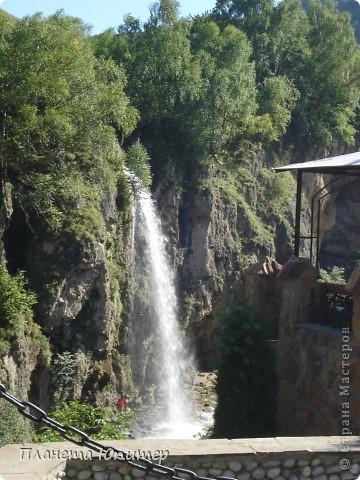 В окрестностях Кисловодска, в долине горной реки Аликоновки, находится уникальное природное явление - «Медовые водопады».   фото 15