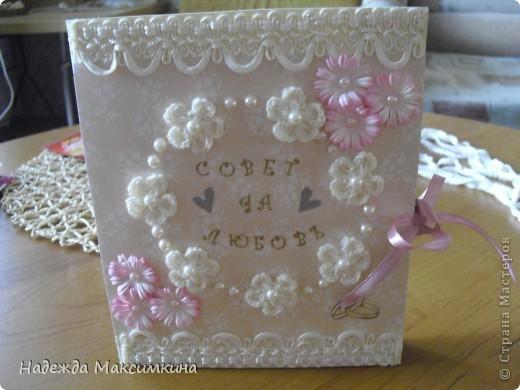 Очень нравится делать открытки своими руками, пригласили на свадьбу и я сделала для молодых вот такую нежность.