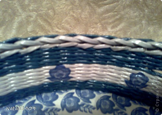 Привет всем! Действительно очень много чудесных работ сегодня разместили в технике плетения. Попробую и я.  Сплела наборчик в подарок на ДР . Очень долго подбирала синий цвет чтобы покрасить трубочки, но так в тон и не попала чуток. фото 5