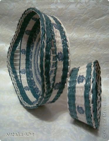 Привет всем! Действительно очень много чудесных работ сегодня разместили в технике плетения. Попробую и я.  Сплела наборчик в подарок на ДР . Очень долго подбирала синий цвет чтобы покрасить трубочки, но так в тон и не попала чуток. фото 7