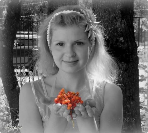 Всем привет! В прошлом посте я обмолвилась, что 18 сентября   в нашей семье -  день массовых рождений (друзей и родственников))) Наряду с моим сыночком именинницей была и моя младшая сестренка Маришка! Естественно в этот день ей надарили цветов самых разных... А она, кокетка эдакая, давай с ними фотографироваться))) Фотограф - я собственной персоной. Прошу любить и жаловать, помидорами не мочить!) фото 4