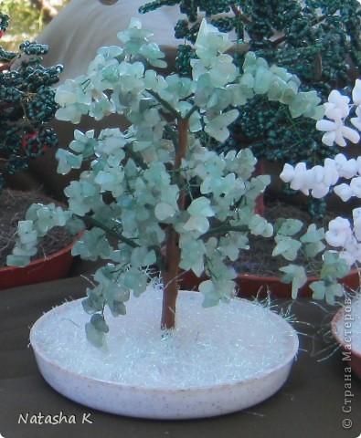 Деревья из бисера и натуральных камней фото 6