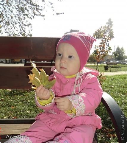 Всем привет! В прошлом посте я обмолвилась, что 18 сентября   в нашей семье -  день массовых рождений (друзей и родственников))) Наряду с моим сыночком именинницей была и моя младшая сестренка Маришка! Естественно в этот день ей надарили цветов самых разных... А она, кокетка эдакая, давай с ними фотографироваться))) Фотограф - я собственной персоной. Прошу любить и жаловать, помидорами не мочить!) фото 6