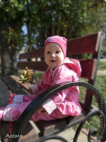 Всем привет! В прошлом посте я обмолвилась, что 18 сентября   в нашей семье -  день массовых рождений (друзей и родственников))) Наряду с моим сыночком именинницей была и моя младшая сестренка Маришка! Естественно в этот день ей надарили цветов самых разных... А она, кокетка эдакая, давай с ними фотографироваться))) Фотограф - я собственной персоной. Прошу любить и жаловать, помидорами не мочить!) фото 8
