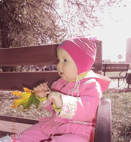 Всем привет! В прошлом посте я обмолвилась, что 18 сентября   в нашей семье -  день массовых рождений (друзей и родственников))) Наряду с моим сыночком именинницей была и моя младшая сестренка Маришка! Естественно в этот день ей надарили цветов самых разных... А она, кокетка эдакая, давай с ними фотографироваться))) Фотограф - я собственной персоной. Прошу любить и жаловать, помидорами не мочить!) фото 7