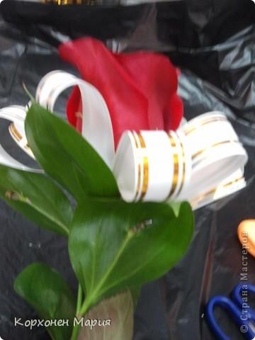 Здравствуйте!!!Хочу предложить вам научиться собирать самим красивые букеты. Собрать букетик можно из любых цветов,если иметь представление как делать правильно. Букет собранный по такой технологии всегда будет круглым и пышным,даже если цветов немного. фото 8