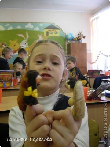 Куклы -пальчики из соленого теста я увидела в книге Галины Чаяновой в 1206 году. Моя фантазия разыгралась.Стала создавать образы, стараясь делать их похожими на конкретных людей. Из 350-400 изготовленных мною кукол ни одна не была похожа на другую. Хотя признаю, что они все болванчики. Познакомьтесь - это мальчики, юноши, молодые дяди. фото 7