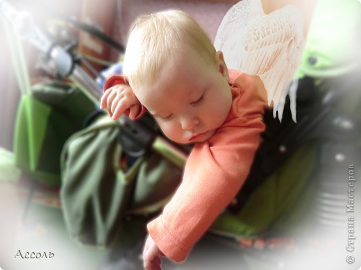 Всем привет! В прошлом посте я обмолвилась, что 18 сентября   в нашей семье -  день массовых рождений (друзей и родственников))) Наряду с моим сыночком именинницей была и моя младшая сестренка Маришка! Естественно в этот день ей надарили цветов самых разных... А она, кокетка эдакая, давай с ними фотографироваться))) Фотограф - я собственной персоной. Прошу любить и жаловать, помидорами не мочить!) фото 12