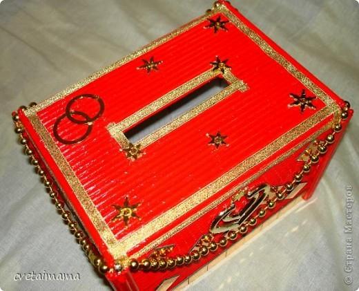 Коробка обклеена трубочками ,скрученные из газет. фото 4