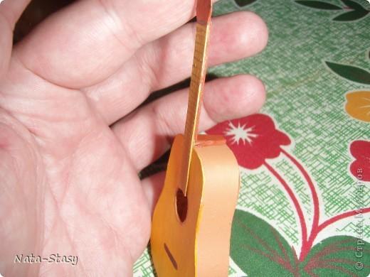 Изгиб гитары жёлтой с