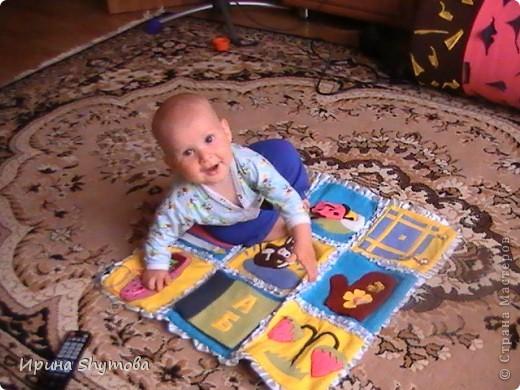 На рождение моего племяшки сделала ему коврик. За основу были взяты работы разных мастериц, но и своего доработано немало. фото 14