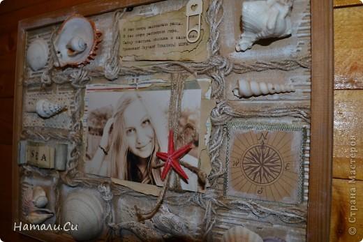 """Привет! Сегодня покажу еще одну работу...делала ее уже очень давно в качестве приглашенного дизайнера в одном из блогов...сделать надо было настенное панно-коллаж. Думала я не долго, руки жгли красивенные ракушки,привезенные племянницей с моря и я порешила сделать коллаж-фоторамку...формат ее(не пугайтесь)А3...а вдохновение-shadow box -только ячейки у меня символически обозначены сплетенным шпагатом...именно делая ее, я первый раз попробовала передавать морское настроение """"не морскими"""" цветами..к сожалению,фотками я не очень довольна, вживую она смотрится намного фактурнее и эффектнее и люблю я эту работу ну просто безумно... фото 12"""