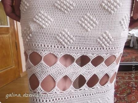 Очень давно хотелось длинное вязаное платье, но все не решалась, понимая что вязаться будет очень долго. Наконец-то созрела. вязала долго - два месяца! Но по-моему получилось! фото 5