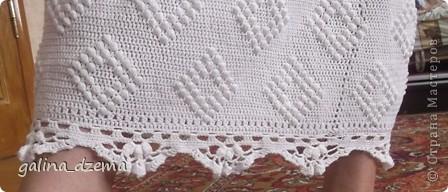Очень давно хотелось длинное вязаное платье, но все не решалась, понимая что вязаться будет очень долго. Наконец-то созрела. вязала долго - два месяца! Но по-моему получилось! фото 6