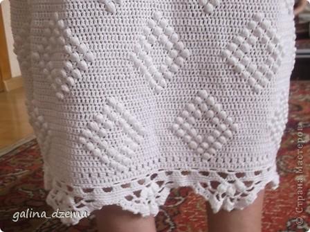 Очень давно хотелось длинное вязаное платье, но все не решалась, понимая что вязаться будет очень долго. Наконец-то созрела. вязала долго - два месяца! Но по-моему получилось! фото 7