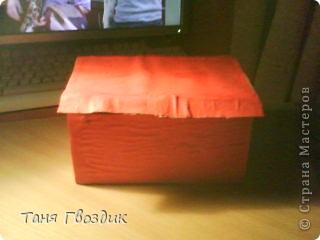 Привет! Ето мой первый масстер клас . Както мне нечего было делать и я затеяла сделать коробку под всякую разность! Нам понадобиться: клей  , 3 кисточьки , ножницы ,карандаш, краски ,коробочный картон. фото 4