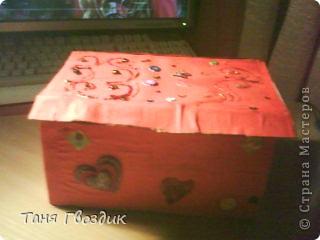 Привет! Ето мой первый масстер клас . Както мне нечего было делать и я затеяла сделать коробку под всякую разность! Нам понадобиться: клей  , 3 кисточьки , ножницы ,карандаш, краски ,коробочный картон. фото 8