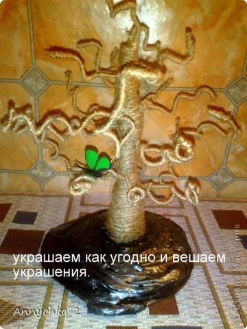 доброго вечера жители СМ! хочу показать Вам как я делаю дерево для украшений, может кому пригодится мой мк. на этом фото мое первое деревце (большое). дерево делается очень быстро, за вечер сделала 2 дерева.   фото 16