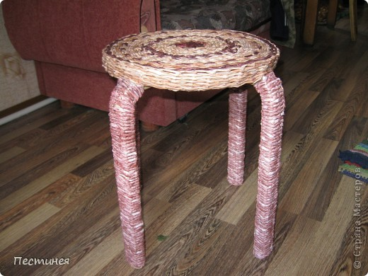 табуреточка ( дерево) из Икеа оплетена трубочки из офисной бумаги покрашено морилкой = колер= лак. фото 1