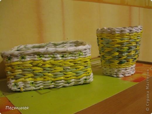 табуреточка ( дерево) из Икеа оплетена трубочки из офисной бумаги покрашено морилкой = колер= лак. фото 8