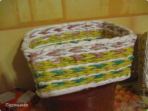 табуреточка ( дерево) из Икеа оплетена трубочки из офисной бумаги покрашено морилкой = колер= лак. фото 7