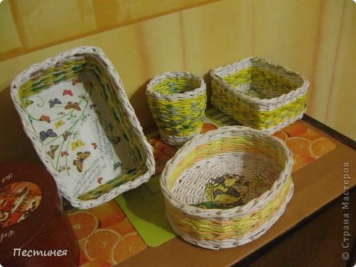 табуреточка ( дерево) из Икеа оплетена трубочки из офисной бумаги покрашено морилкой = колер= лак. фото 5