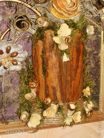 Здравствуйте, мастера и мастерицы! выставляю на ваш суд вот такое панно. сделано в подарок для моей крестной (которой уже за 60). в этой работе использовала новые для меня материалы. не знаю, как вам смотреть, а мне творить это панно было тааааак увлекательно!!!! работа с натуральным мхом, апельсиновыми и банановыми корками в добавок к моим уже любимым материалам - этот процесс меня просто захватил с головой!!! не знаю, может где и перегнула, но мне самой результат оооооочень понравился!))) сейчас загружу детальки) фото 5