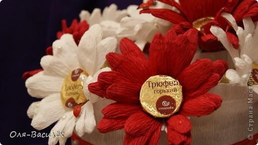 Мой подарок воспитателям в детский сад на день воспитателя 27 сентября. Первый раз пробовала сделать хризантемы, но получились то ли ромашки, то ли герберы, вообщем гибрид)))  фото 9