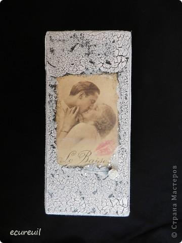 Корзина, украшенная цветами и лентами, с подарочной бутылкой и купюрницей фото 2