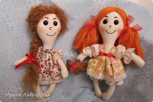 Захотелось  мне как-то сшить  двух  маленьких куколок.  Ростом девчушки  получились15 см. фото 1