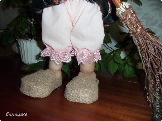 Это первая моя кукла которая стоит самостоятельно  благодаря проволке пожожче и  тапочкам . фото 4