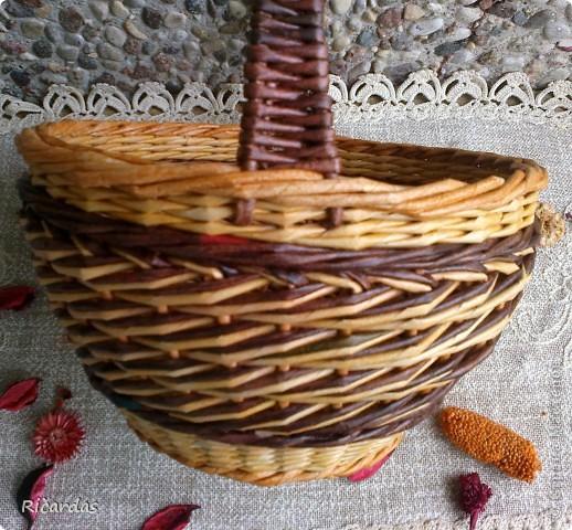 Привет жителям Страны!!! Попросили меня наплести корзинок... Хочу показать несколько вариантов послойного плетения. Меняя цвет и количество рабочих трубочек, можно достичь довольно интересных результатов... Трубочки все остатки, как и чем красил точно и сам не помню-тут и краска для ткани, и колер, и пищевые красители... фото 5