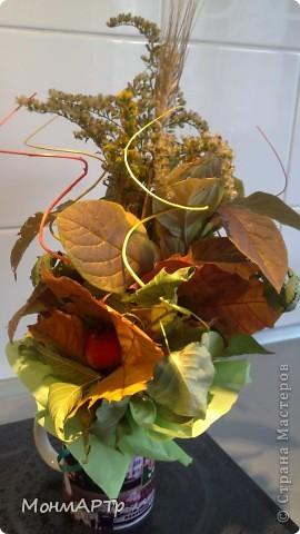 Неожиданно позвонила учительница и сказала, что необходимо сделать Осенний букет. Весь вечер с сыном собирали листья. К ним добавили детский набор фруктов))) И вот что получилось. Жаль, что не успели засушить листья и цветы, чтоб простояли долго фото 3