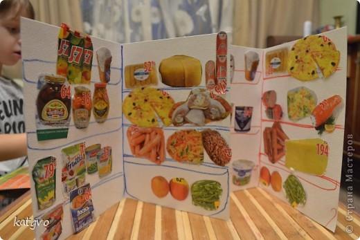 """Еще по весне на Бебиблоге подсмотрела идею с """"холодильниками"""". Тогда начала вырезать картинки из журнальчиков с акциями из супермаркета. фото 1"""