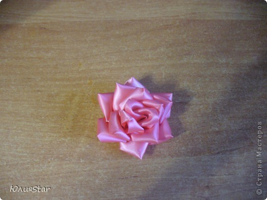 Мой второй цветок в технике канзаши. фото 2