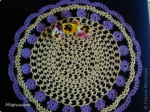 Добрый день всем! сегодня я хочу показать несколько своих работ по фриволите - это цветочные сафлетки.  салфетка Фиалки (или анютины глазки :-), кому как нравится ).  фото 2