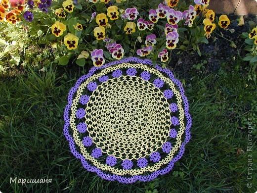 Добрый день всем! сегодня я хочу показать несколько своих работ по фриволите - это цветочные сафлетки.  салфетка Фиалки (или анютины глазки :-), кому как нравится ).  фото 3