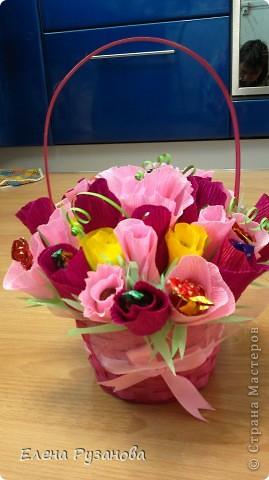 Скоро день Учителя, мы решили поздравить учителей. Для классной руководительницы я сделала Вот такую сладкую корзиночку. фото 2