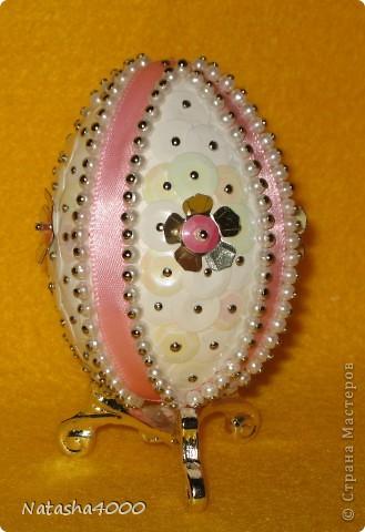 Производитель: Pinflair, Англия Размер: 65 мм В составе набора: яйцо из плотного полистирола, булавки, блестки, бисер, лента, цветы из блесток, инструкция на английском языке. фото 7