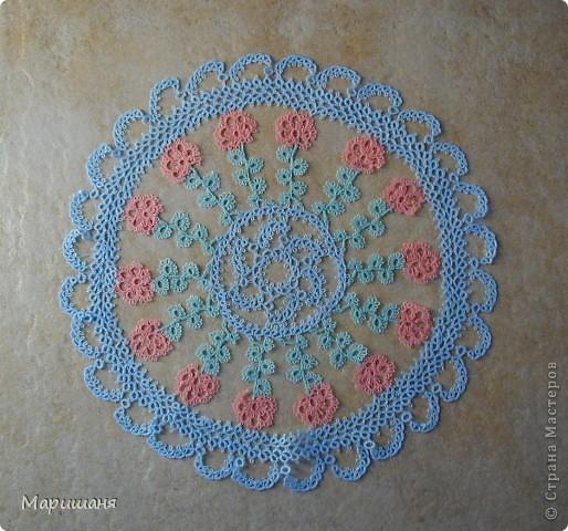 Добрый день всем! сегодня я хочу показать несколько своих работ по фриволите - это цветочные сафлетки.  салфетка Фиалки (или анютины глазки :-), кому как нравится ).  фото 7