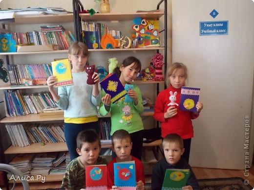 Мы очень давно хотели сходить к ребятам в детский приют. И вот нас пригласили сегодня в три часа дня. Это подарки которые мы подарили ребятам. В подготовке подарков мне и бабуле помогла Анна Никитина. Она прислала для ребят цветную бумагу и картон.Мы немного надыроколили для будущих открыточек. Сшили игрушки, но получилось их мало. В следующий раз нашьём побольше и подарим им. фото 15
