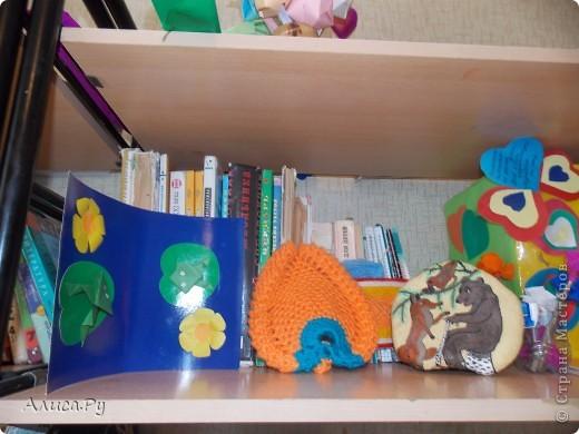 Мы очень давно хотели сходить к ребятам в детский приют. И вот нас пригласили сегодня в три часа дня. Это подарки которые мы подарили ребятам. В подготовке подарков мне и бабуле помогла Анна Никитина. Она прислала для ребят цветную бумагу и картон.Мы немного надыроколили для будущих открыточек. Сшили игрушки, но получилось их мало. В следующий раз нашьём побольше и подарим им. фото 9