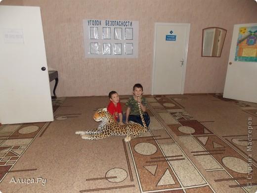 Мы очень давно хотели сходить к ребятам в детский приют. И вот нас пригласили сегодня в три часа дня. Это подарки которые мы подарили ребятам. В подготовке подарков мне и бабуле помогла Анна Никитина. Она прислала для ребят цветную бумагу и картон.Мы немного надыроколили для будущих открыточек. Сшили игрушки, но получилось их мало. В следующий раз нашьём побольше и подарим им. фото 14