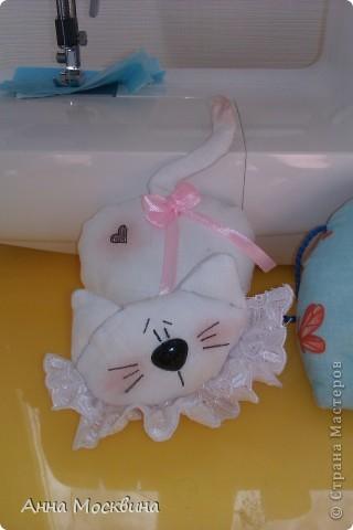 Наш слоник, сшила его пару дней назад, дочура его облюбовала и теперь с ним не растает, даже в ванную с ним жаждит залесть)) фото 5