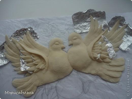 """Всем привет!!!!Вот такие влюбленные голуби у меня получились.Слепила их давно ,вместе с предыдущей работой,все никак не могла раскрасить.И вот наконец руки """"дошли""""(спасибо дождливой погоде))))! фото 20"""