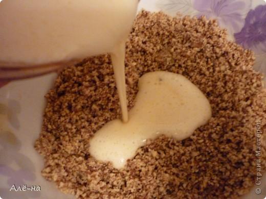 Когда увидела этот тортик на сайте http://forum.say7.info то сначала не поверила, решила попробовать сама приготовить.Получился и правда за 5 минут ,так как готовить его надо в микроволновке.Но и в духовке можно ,только уйдет на приготовление 20-25 мин. Получился сочный и оооочень вкусный)) Чем то по рецептуре похож на печенье из кокосовой стружки  https://stranamasterov.ru/node/403208. Только в этом варианте торт получается. фото 5