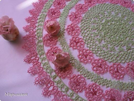 Добрый день всем! сегодня я хочу показать несколько своих работ по фриволите - это цветочные сафлетки.  салфетка Фиалки (или анютины глазки :-), кому как нравится ).  фото 10
