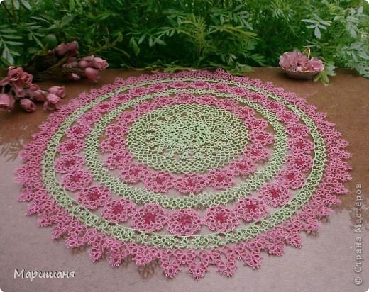 Добрый день всем! сегодня я хочу показать несколько своих работ по фриволите - это цветочные сафлетки.  салфетка Фиалки (или анютины глазки :-), кому как нравится ).  фото 9