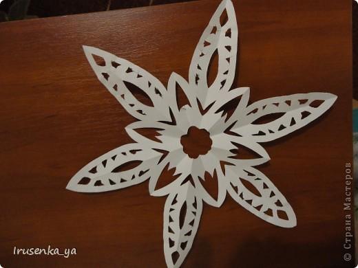 Снежинки из бумаги фото 1