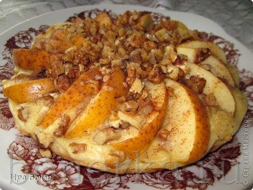 Пирог с яблоками и грецкими орехами на скорую руку фото 1